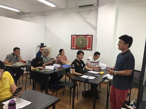 高雄茲心閣命理專家-林家驊老師至新加坡為當地以及特地從菲律賓趕來的華人講課。